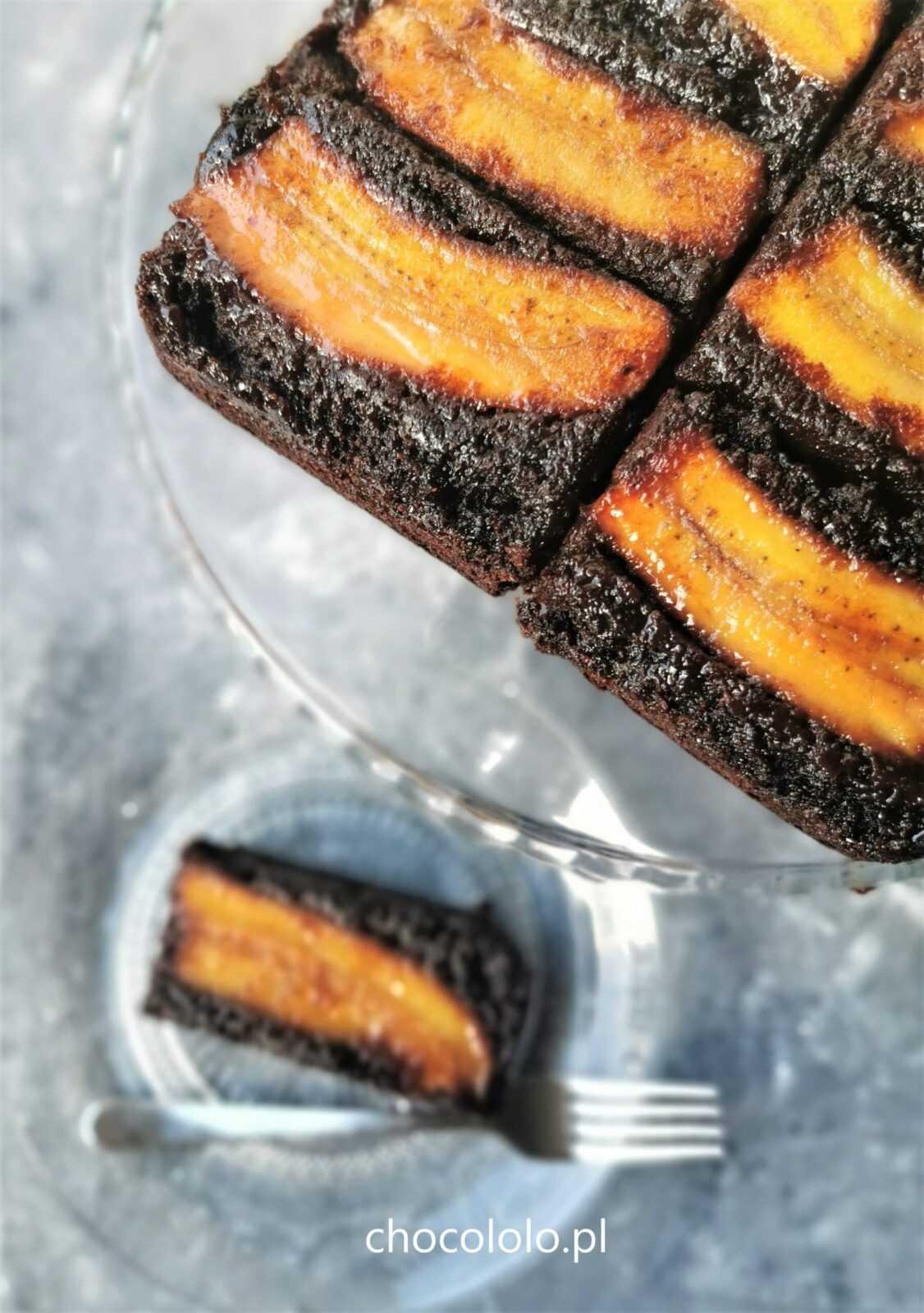 odwrócone ciasto bananowe czekoladowe z karmelem