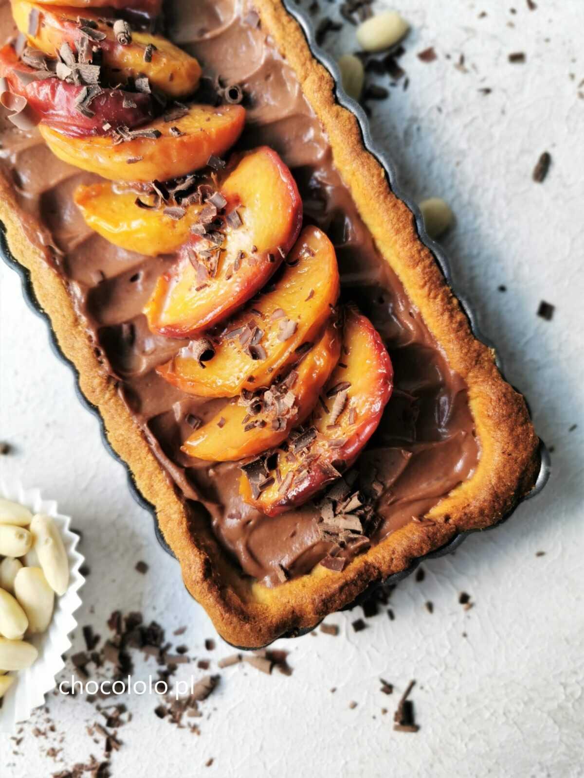tarta z czekoladą i karmelizowanymi brzoskwiniami 1