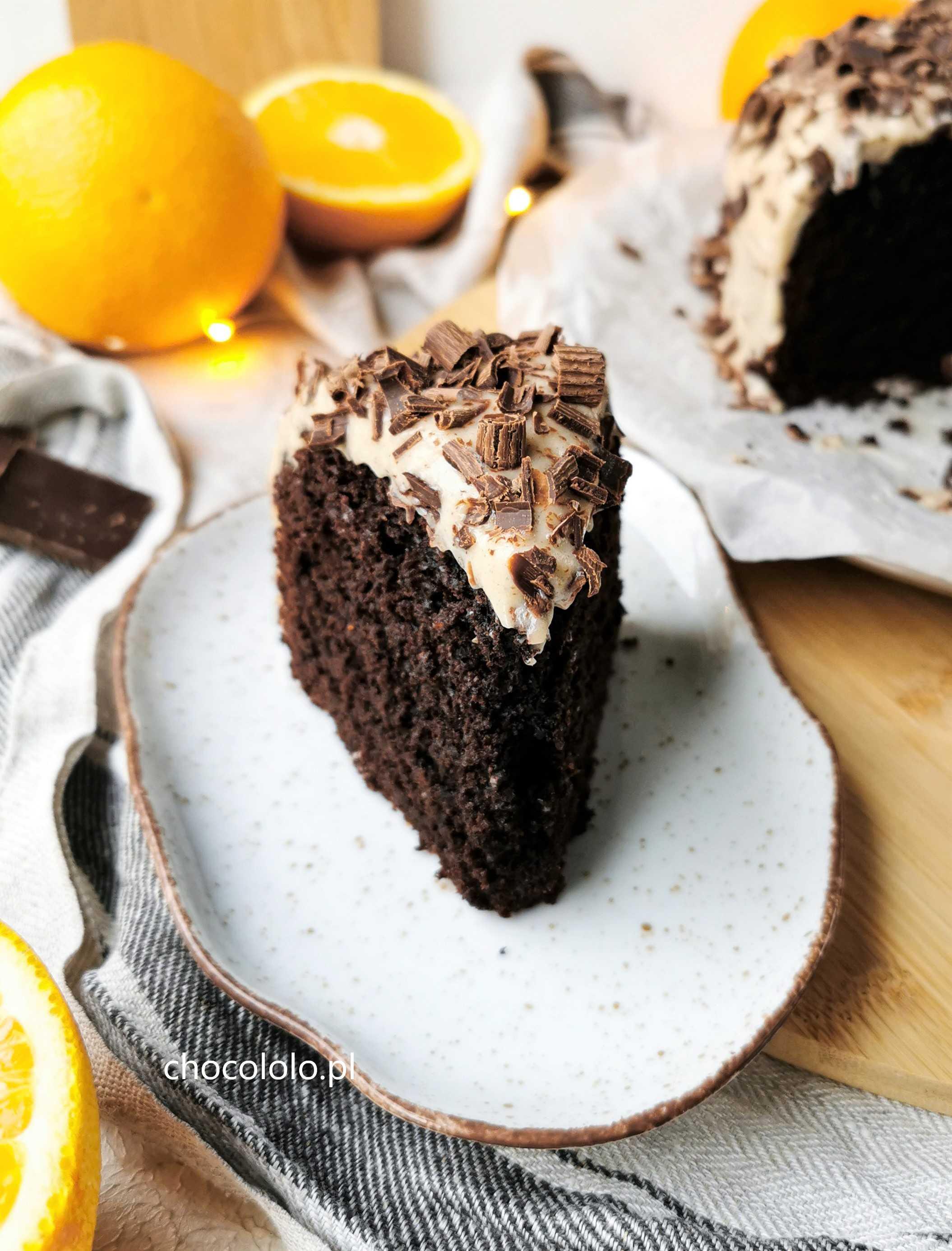 czekoladowo-pomarańczowe ciasto z kremem cynamonowym