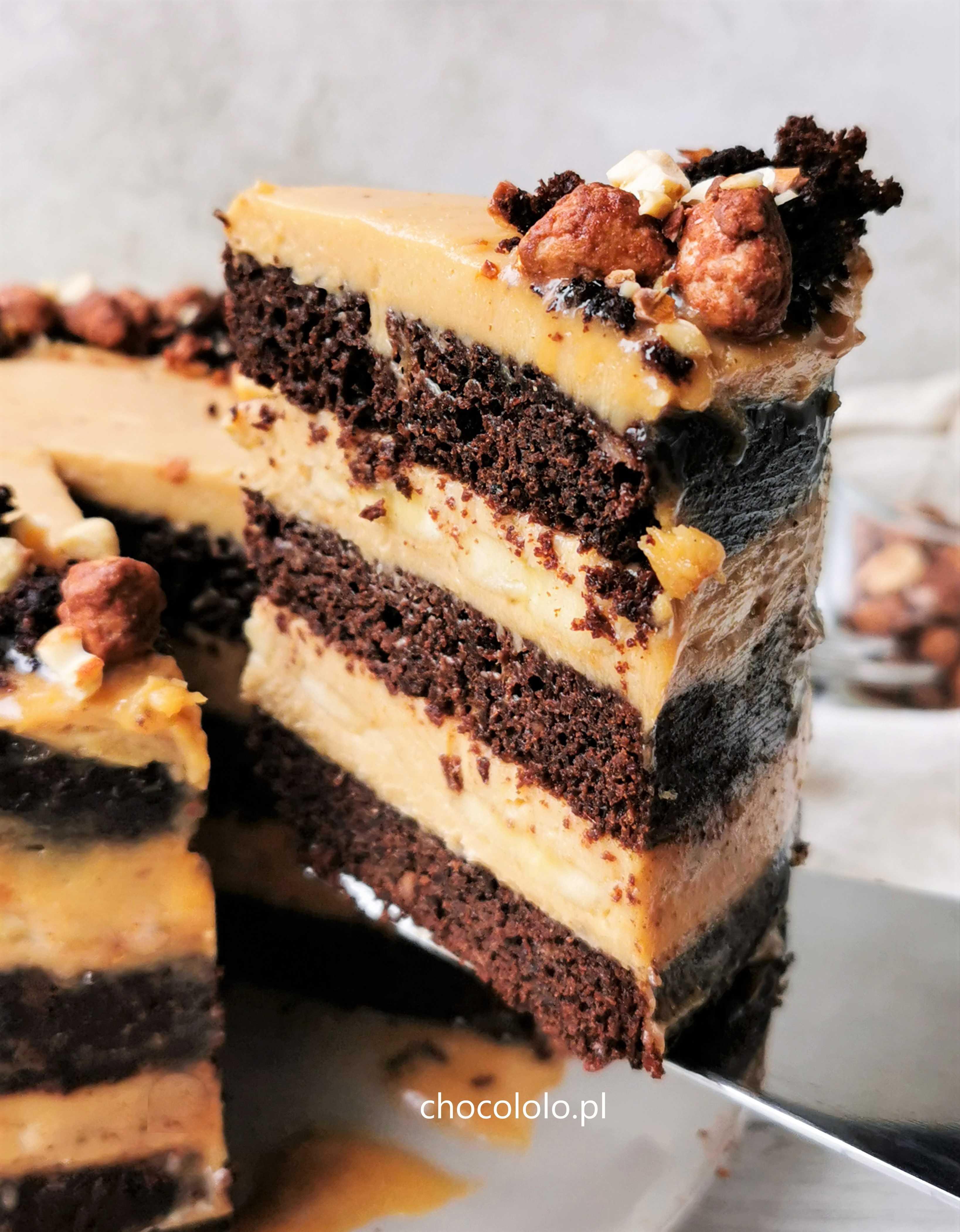 tort czekoladowo bananowy z kremem orzechowym 1