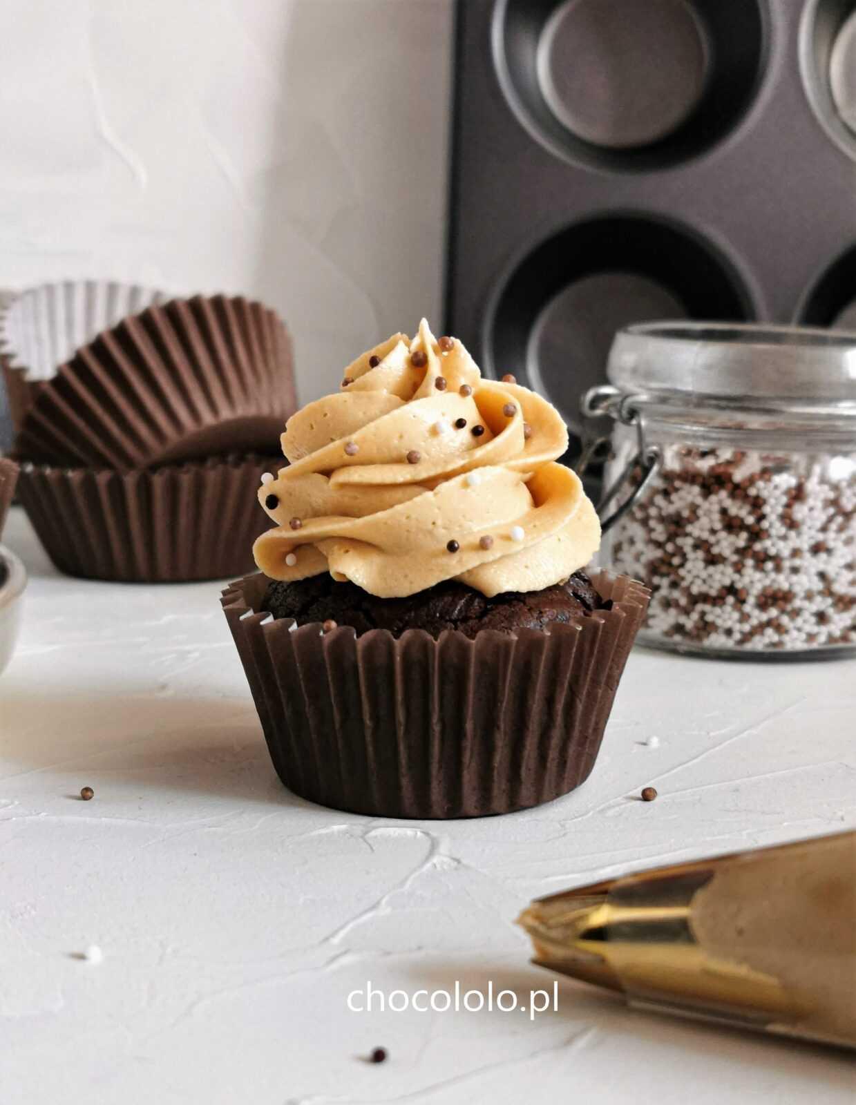 babeczki brownie z kremem fistaszkowym 1a