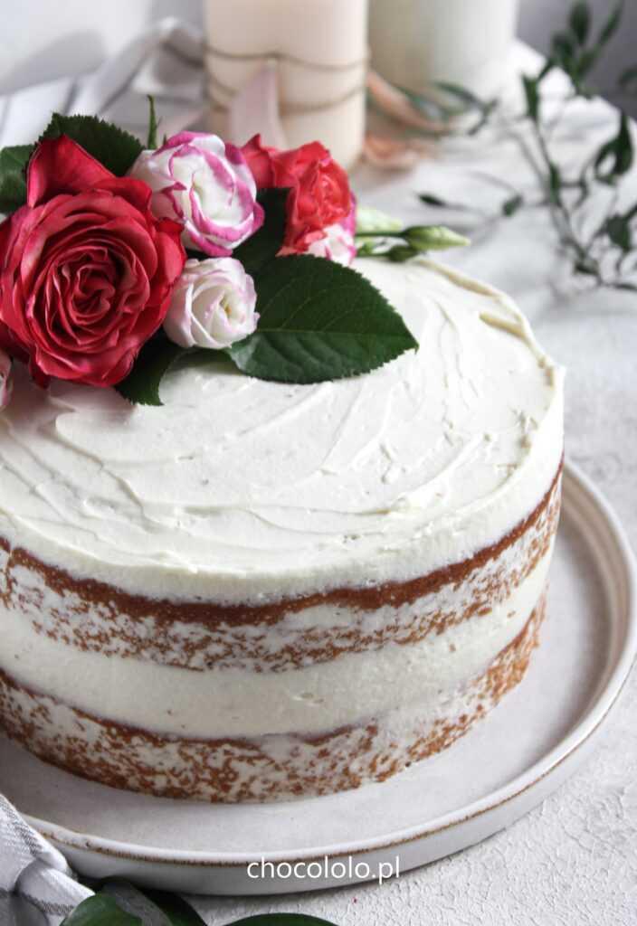 Tort Pączek z różą i białą czekoladą 1