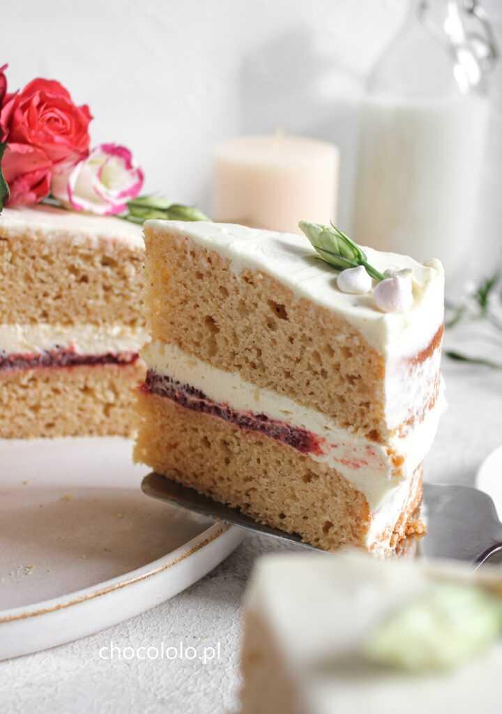 Tort Pączek z różą i białą czekoladą 2