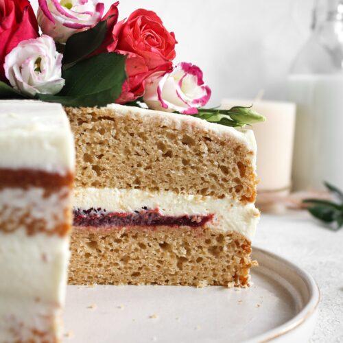 Tort Pączek z różą i białą czekoladą 3