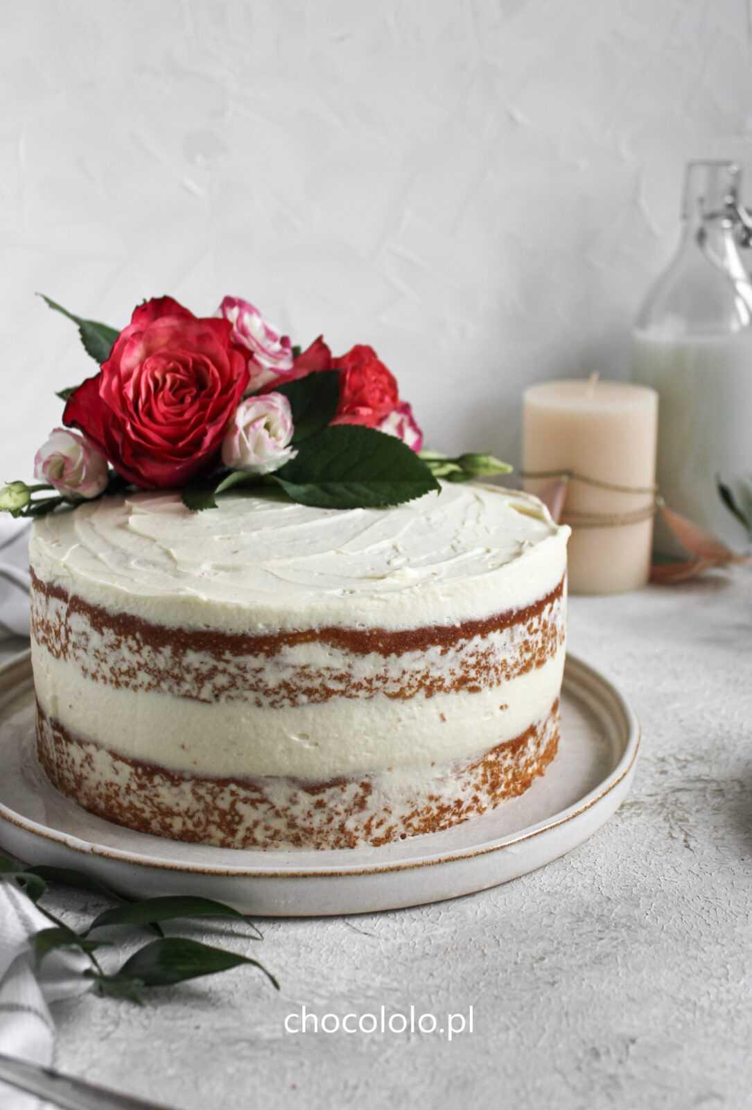 Tort Pączek z różą i białą czekoladą