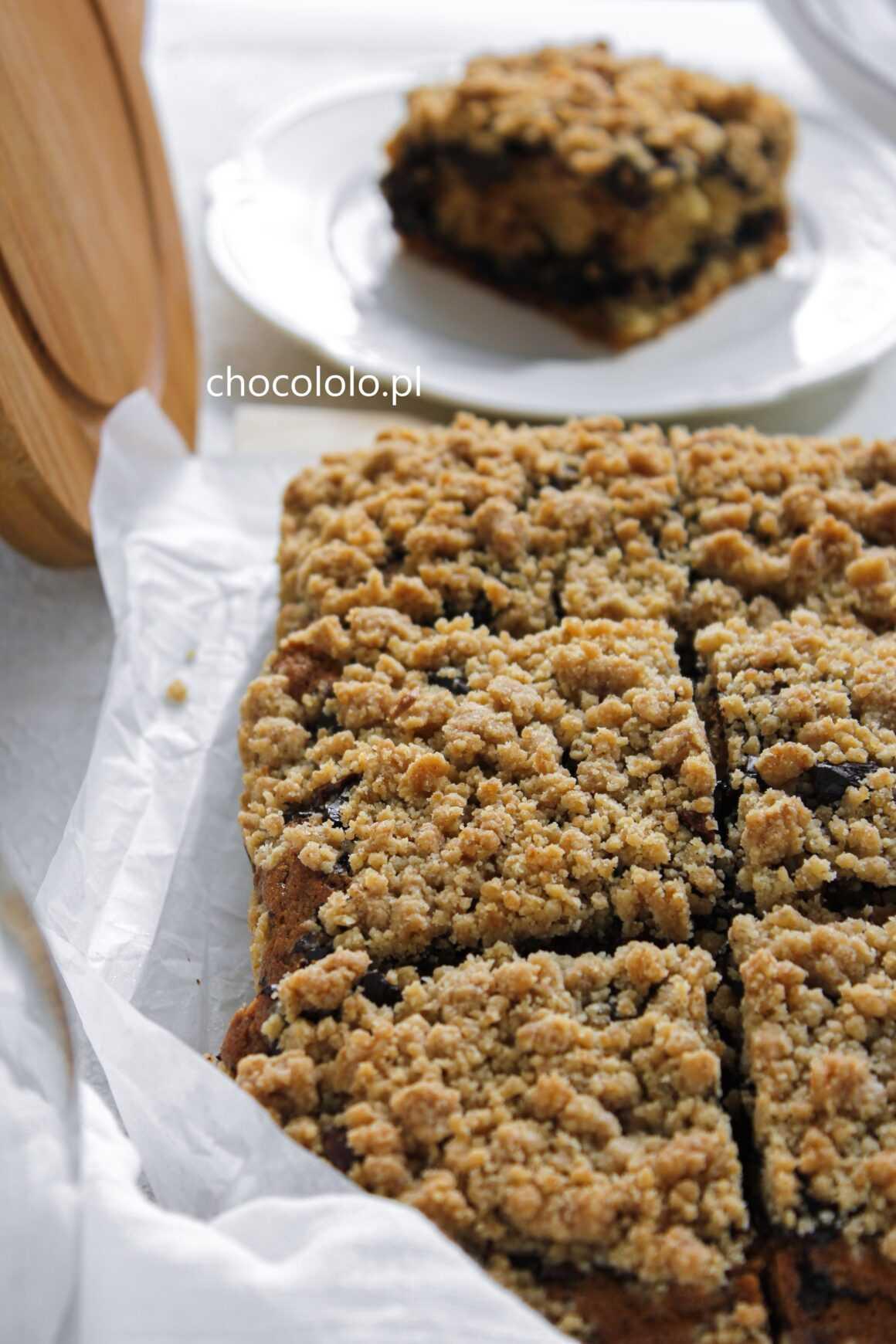 cynamonowe ciasto z czekoladą i kruszonką